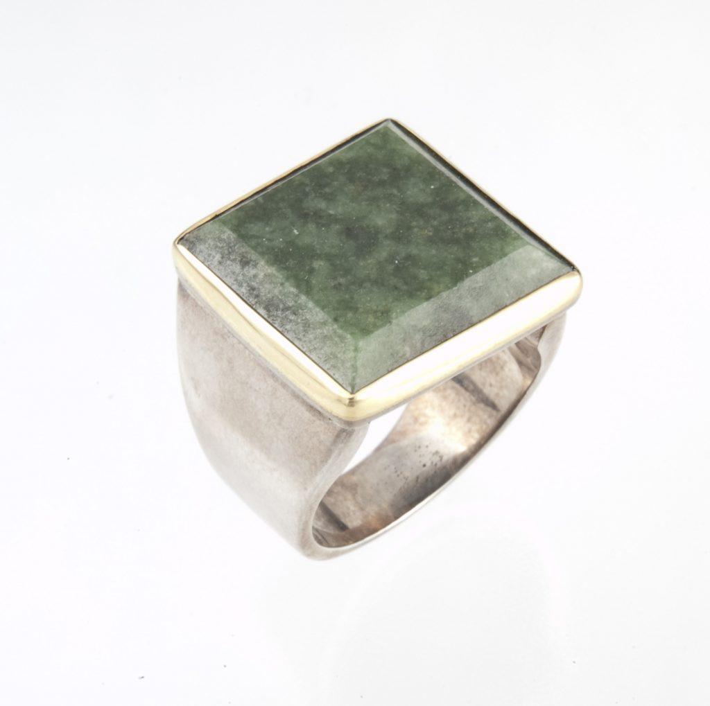 Δακτυλίδι ασημόχρυσο με νεφρίτη