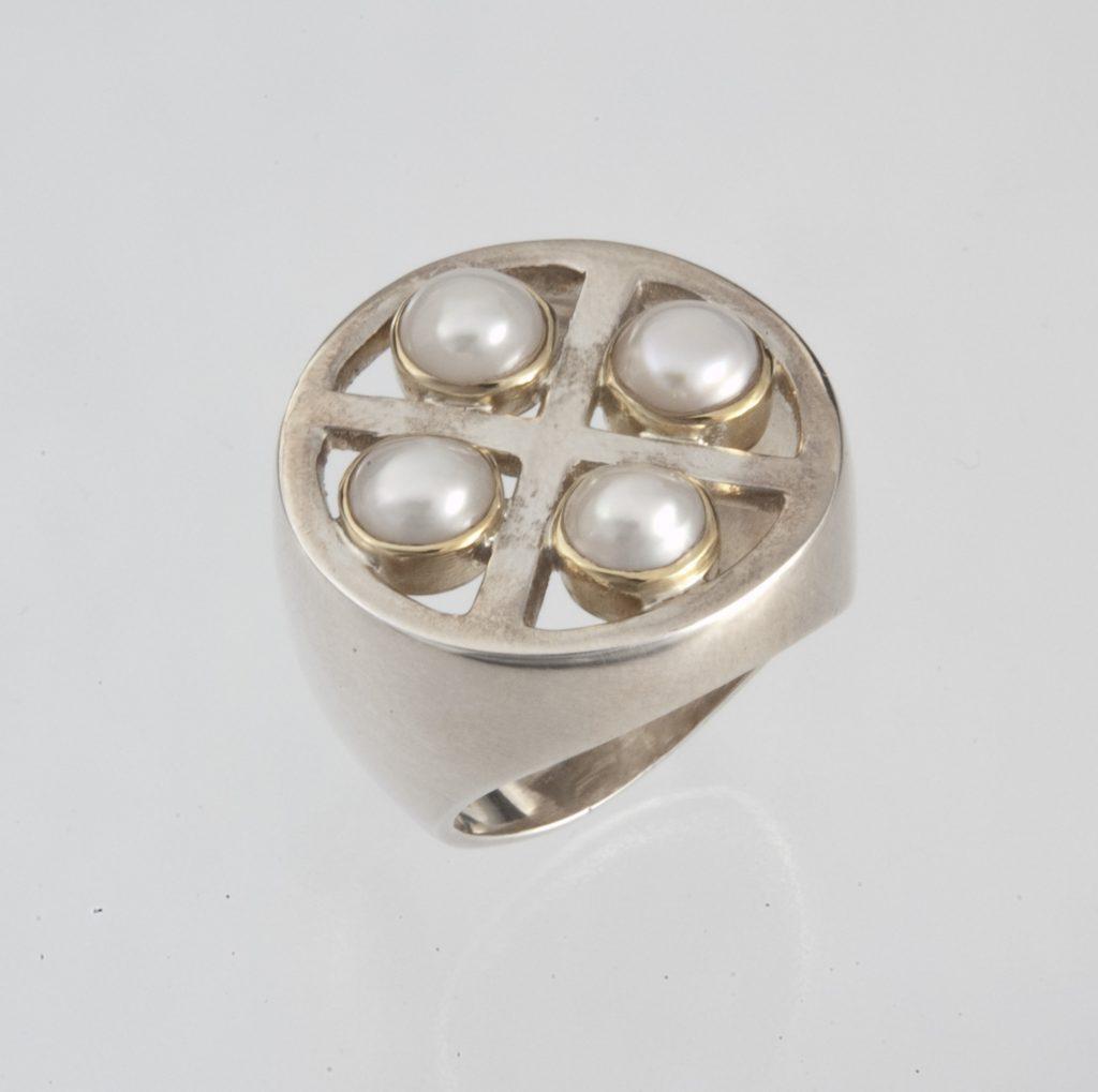 Δακτυλίδι στρογγυλό ασημόχρυσο με μαργαριτάρια
